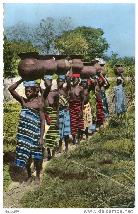 Femmes Portant Des Cruches Sur La Tête - Carte Postée à BRAZZAVILLE Moyen Congo En 1957 - Congo - Brazzaville