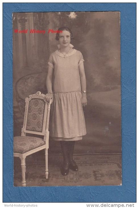 Carte Photo - QUIEVRAIN - Jeune Fille De La Commune - Photographie J. DELADRIERE - Quiévrain