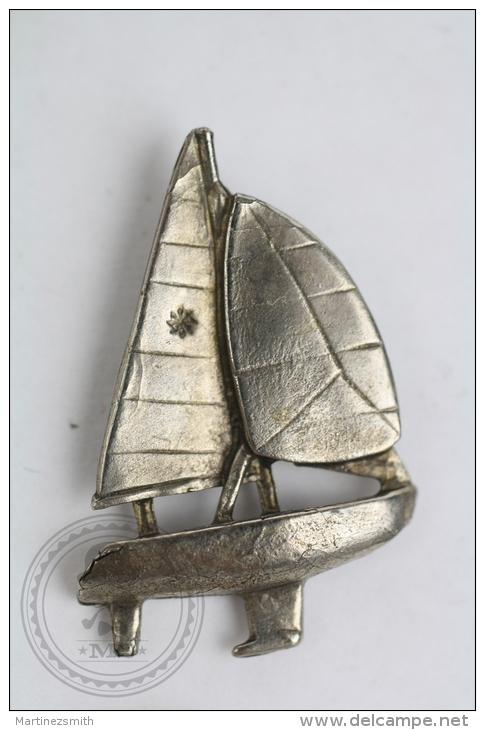 Sailboat - Metal Pin Badge #PLS - Barcos