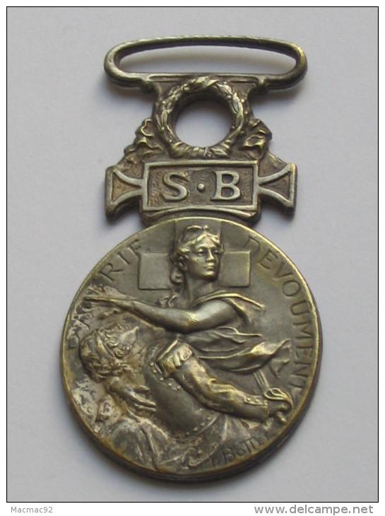 Décoration Société Francaise De Secours - Aux Blessés Militaires -1864-1866  **** EN ACHAT IMMEDIAT **** - Medaglie
