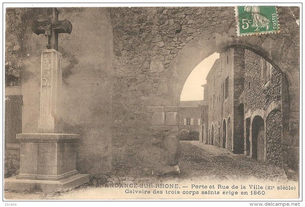 Dépt 07 - ANDANCE-SUR-RHÔNE - Porte Et Rue De La Ville (XI° Siècle) - Calvaire Des Trois Corps Saints érigé En 1860 - France