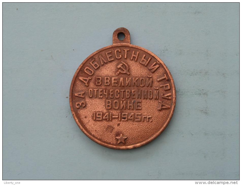 1941 - 1945 ( Red Copper Color Medaille ) WAR MEDAILLON ( Uncleaned - Details Zie Foto´s ) ! - Jetons & Médailles