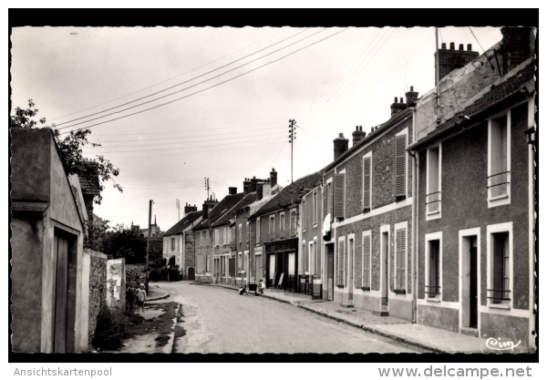 Cp Ozouer Le Voulgis Seine Et Marne, Rue Jude De Crène - Altri Comuni