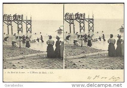 CPA Stéréoscopique - Au Bord De La Mer - L´Heure Du Bain (stéréo N° 1). - Cartes Stéréoscopiques