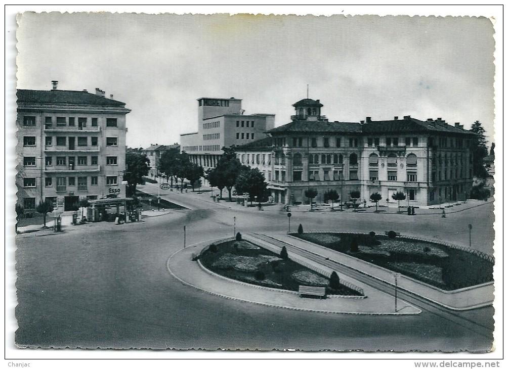 Cpsm: ITALIE UDINE Piazzale XXVI Luglio (Station Essence ESSO) 1952 - Udine