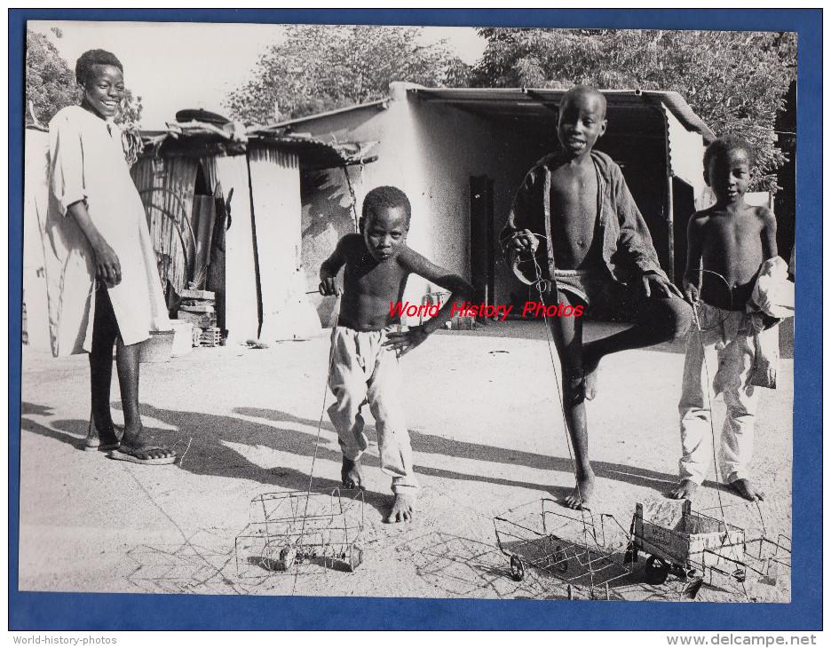 Photo Professionnelle - N'DJAMENA , Tchad - Enfants Tchadiens Avec Jouet Automobile - 1984 - Enfant - NDJAMENA - Africa