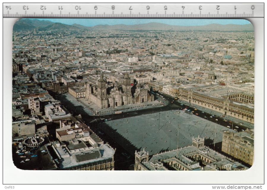 Vista Aérea Del Zócalo De La Ciudad De Mexico / Air View Of The Main Square In Mexico City (1987) - Mexique