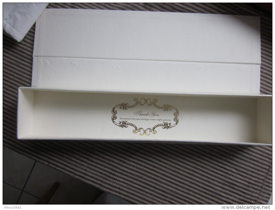 RARE Superbe Faire Part De Mariage De Milliardaire D´Indonésie à Jakarta Tissu Pochettes Brodée Fil Couleur Argent+ étui - Boda