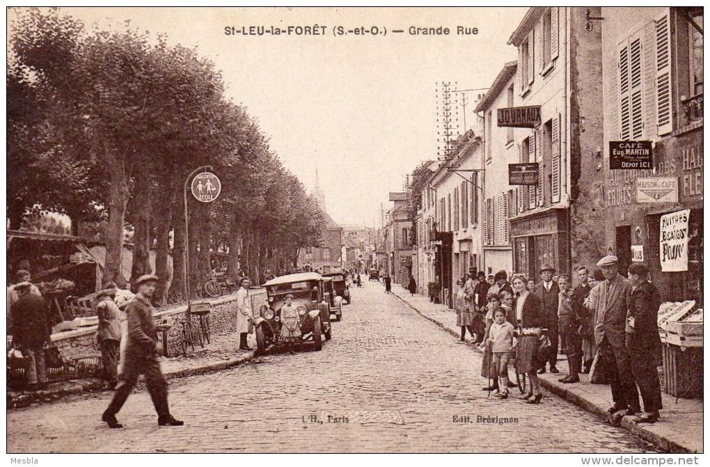 CPA  -  SAINT - LEU - La - FORET  (95)   Grande Rue -   Belle Animation, Magasin Au Cours Des Halles - Saint Leu La Foret