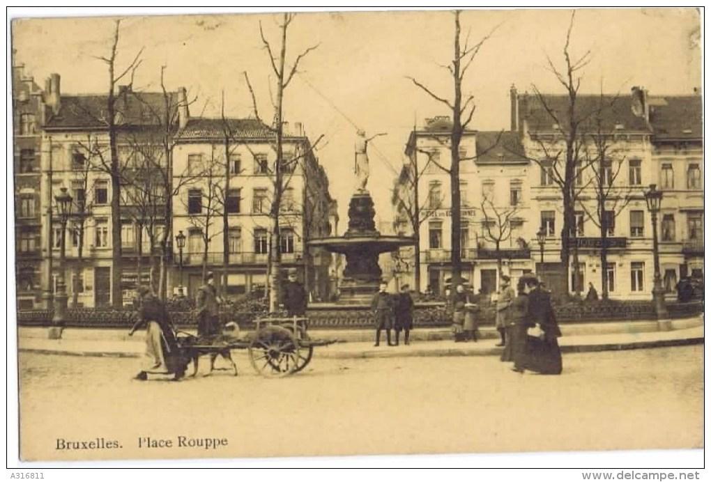 Cpa BRUXELLES Place Rouppe Attelage Chiens AU DOS Souvenir De La Maison Gustave Story Specialites Machines A Coudre - Marktpleinen, Pleinen