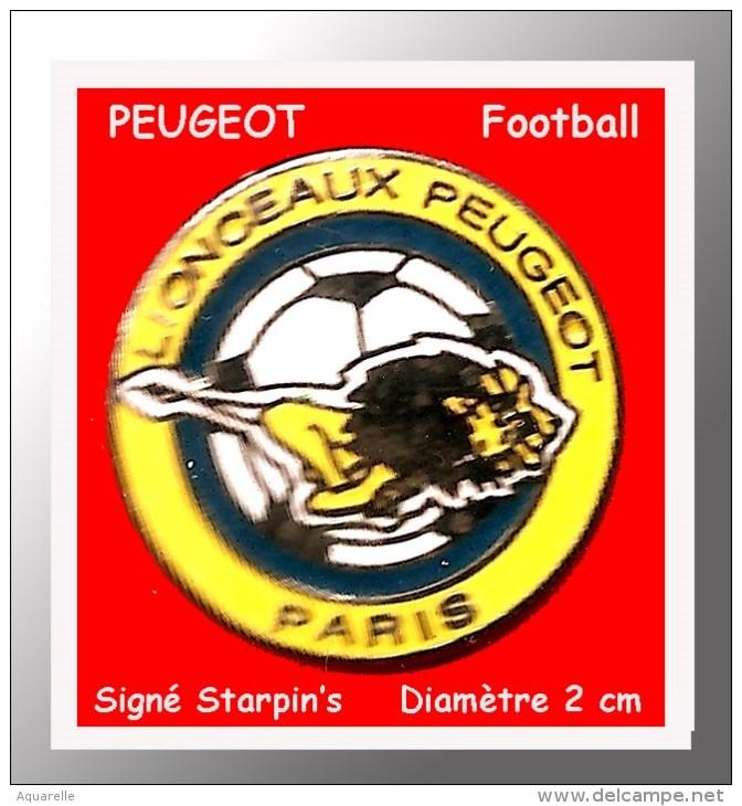 """SUPER PIN´S PEUGEOT-FOOTBALL : Le Club De FOOTBALL De PEUGEOT PARIS, """"Les LIONCEAUX) Signé STARPIN'S - Peugeot"""