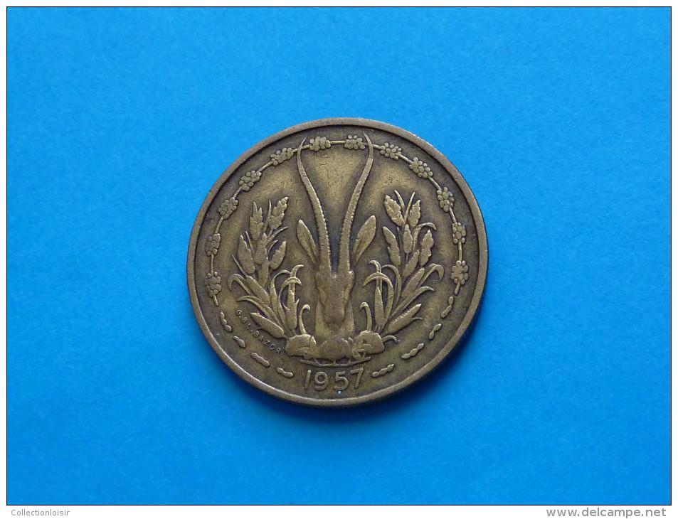 RARE !!!!  25  FRANCS  ANNNÉE 1957 -  A.O.F - TOGO  Signature BAZOR  (  2 Photos  ) - Togo