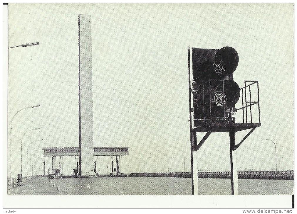 Ronquières -- Le Port D' Attende Du Plan Incliné, La Tour Et Les Portiques.    (2 Scans) - Braine-le-Comte