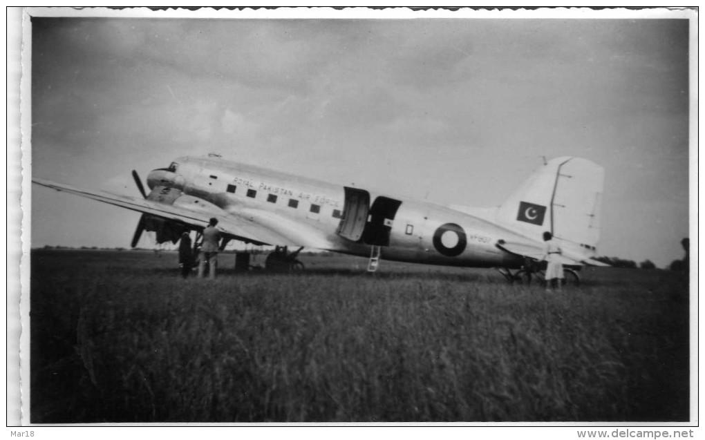 BRIARE  PHOTO14 Cmx9cm AVION ROYAL PAKISTAN AIR FORCE EN PANNE SUR LE TERRAIN AVIATION 20 JUIN 1948 - Aviation