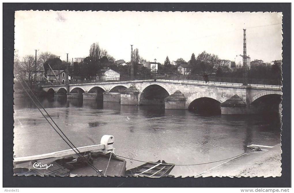 CHATEAUNEUF - Le Pont Sur La Charente ( Style Ancien ) - Format Cpa - Chateauneuf Sur Charente