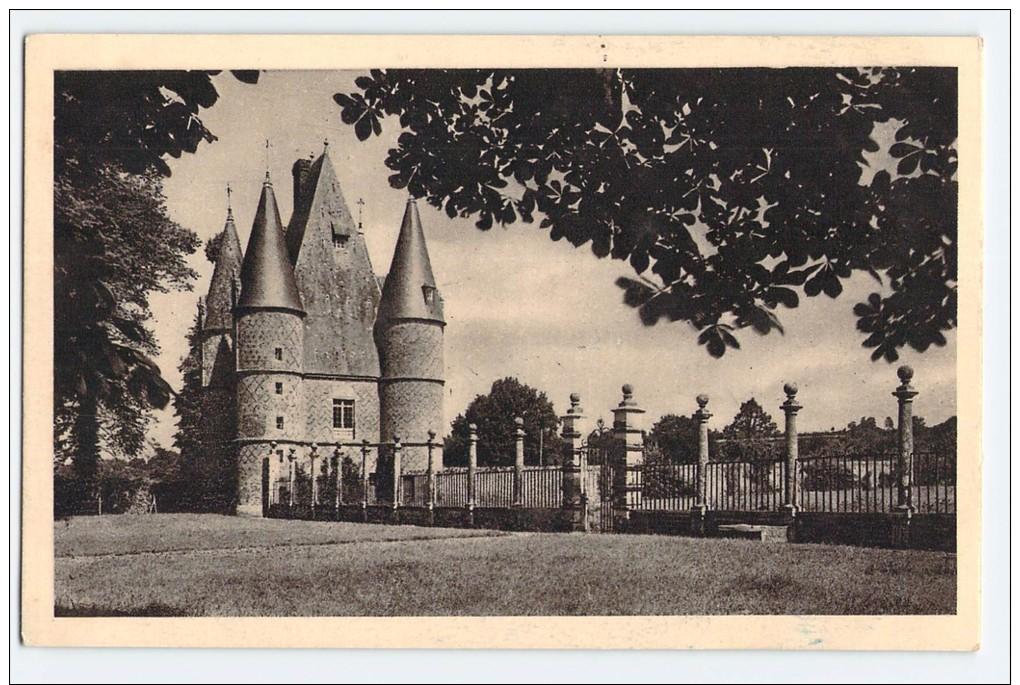 (51) - CHATEAU DE CARROUGES - LE PAVILLON D'ENTREE ET LA GRILLE - Carrouges