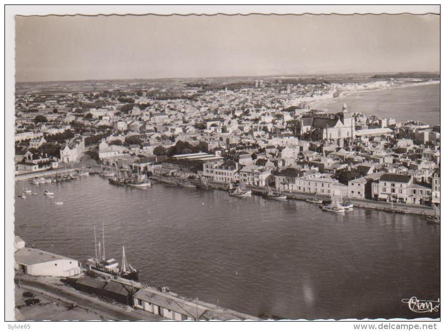 LES SABLES D'OLONNE- Vue Panoramique Aérienne Sur Le Port Et La Ville. - Sables D'Olonne