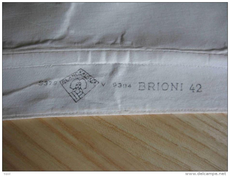 Anciens Col De Chemise D Homme Blanc , Empesé Marque  Brioni Taille 42  Vendu  Aux Galerires De Mulhouse - Bottoni Di Colletto E Gemelli
