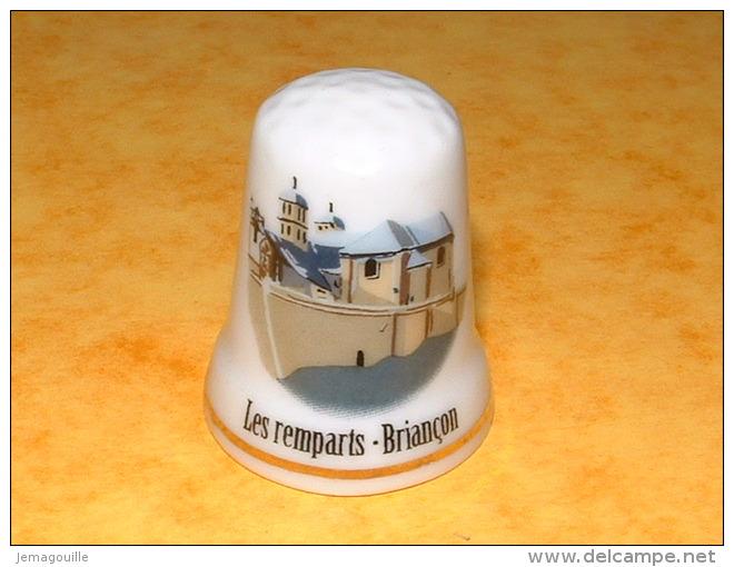 Dé A Coudre En Porcelaine BRIANCON Les Remparts - E23 - Dés à Coudre