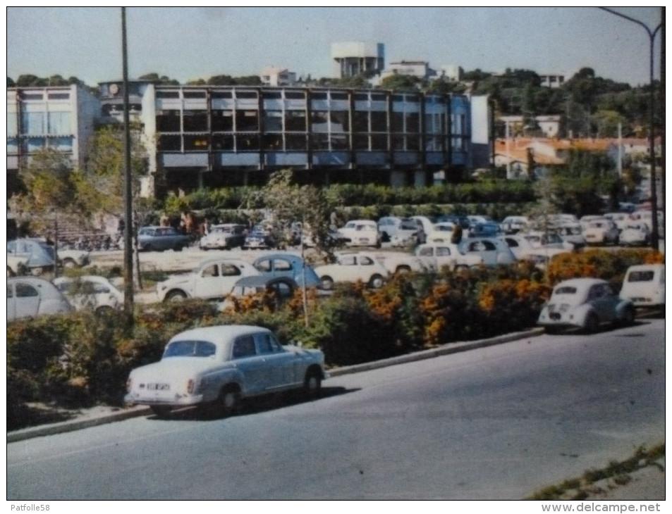MONTPELLIER (34). LE RESTAURANT UNIVERSITAIRE DU TRIOLET.VOITURES 1ER PLAN.MERCEDES.RENAULT 4CV.1971.ECOLE INFANTERIE - Montpellier