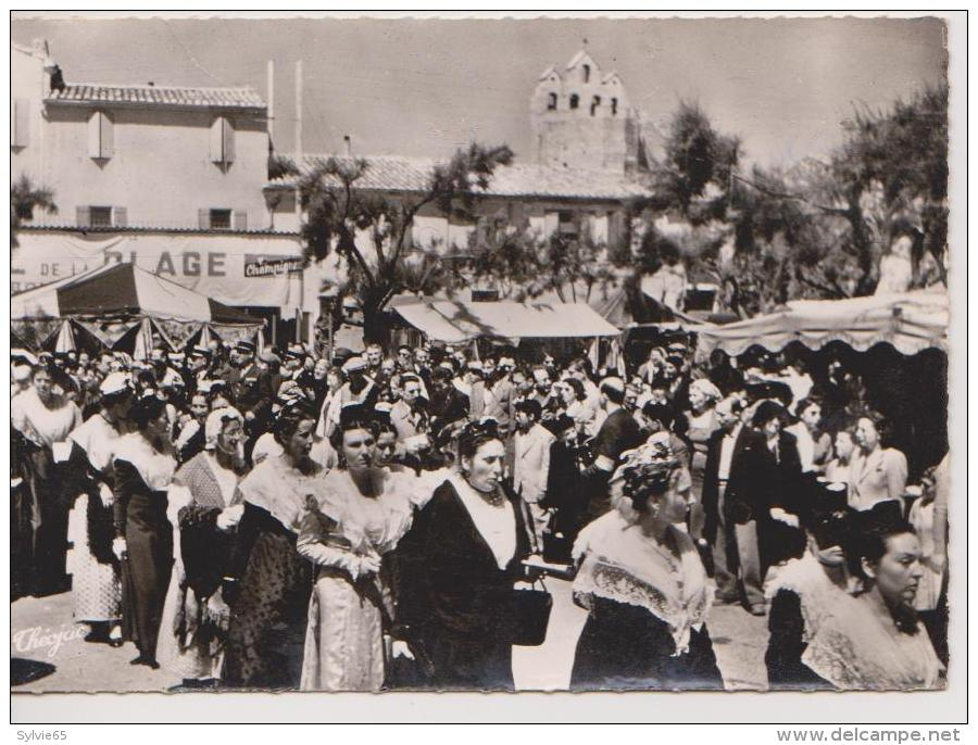 "LES SAINTES MARIES DE LA MER-Capitale De La ""NACIOU GARDIANO""-Arlésiennes à La Procession - Saintes Maries De La Mer"