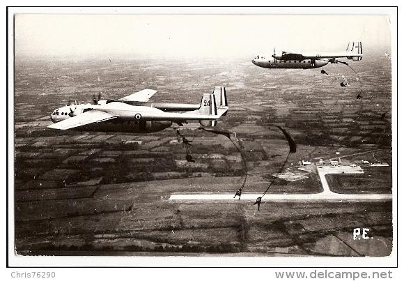 CPSM Carte Photo PAU ? AVION Cargo Militaire Parachutisme Saut Parachutistes Terrain Aviation AIRPLANE Skydiving - 1946-....: Ere Moderne