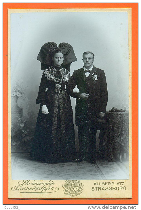 "CDV  Cabinet  Fannenzapfen à Strasbourg  "" Couple Costume Alsacien "" 165mm X 106mm - Photos"