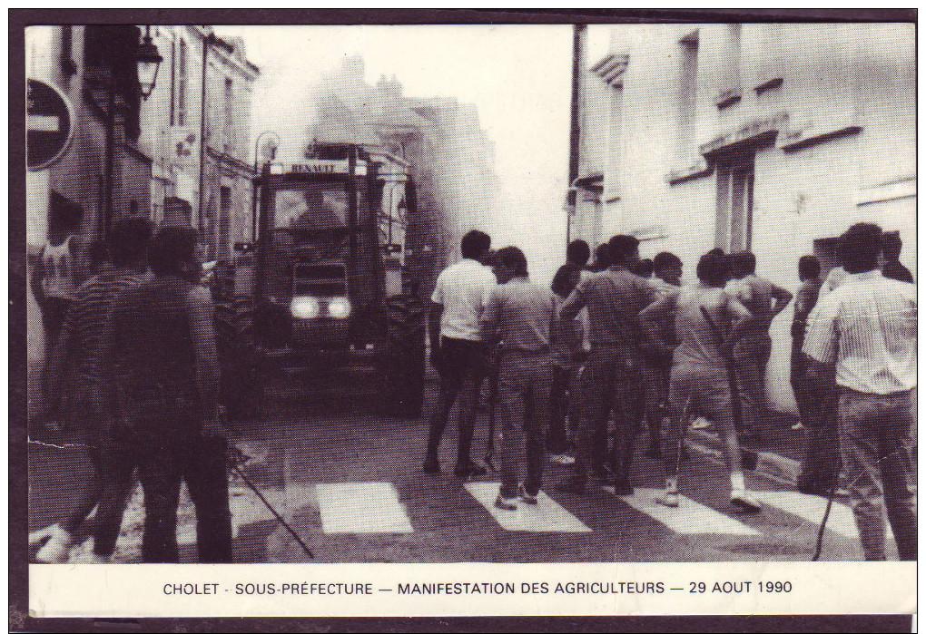 Cholet- Sous Préfecture - Manifestation Des Agriculteurs - 29 Aout 1990 - Cholet