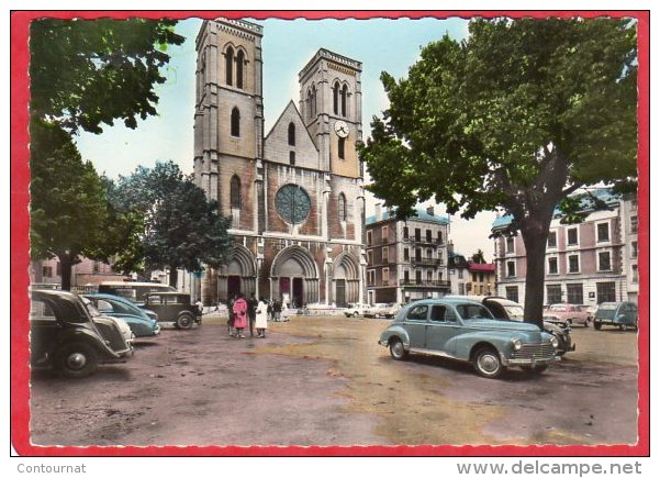 CPSM 38 BOURGOIN L´ église  ( Voitures  203 ..  * Format CPM - Bourgoin