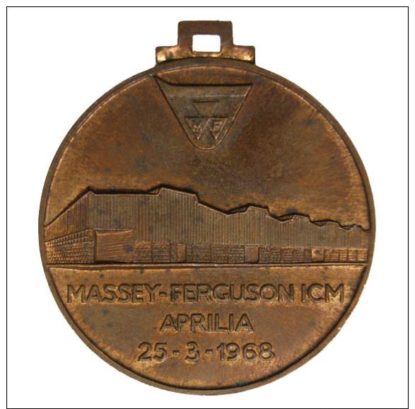 """MEDAGLIA DELL'AZIENDA """"MASSEY FERGUSON"""" ICM APRILIA 1968 #MD79 - Transporto"""
