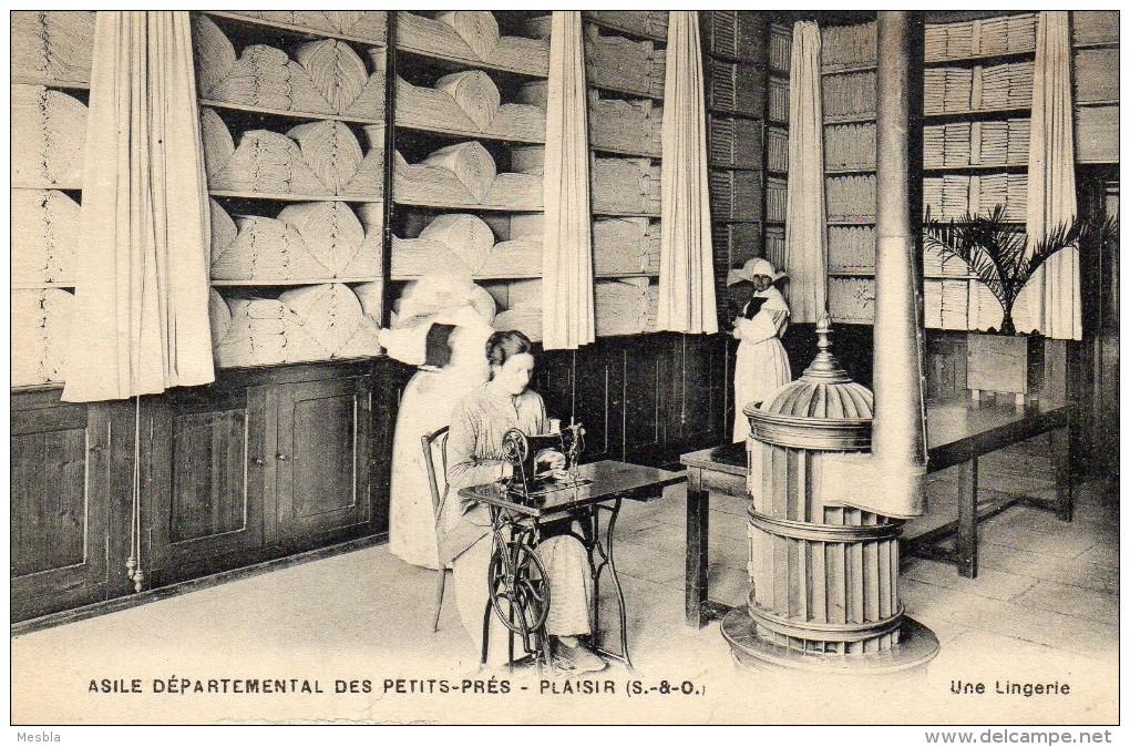 CPA  -  PLAISIR   (78)   Asile Départemental Des Petits - Prés  -   Une Lingerie   ( Machine à Coudre) - Plaisir