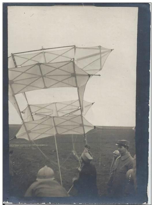 Photo Guerre 1914-18 - Un Cerf-volant Du Capitaine Dorand à L'attérissage - War, Military