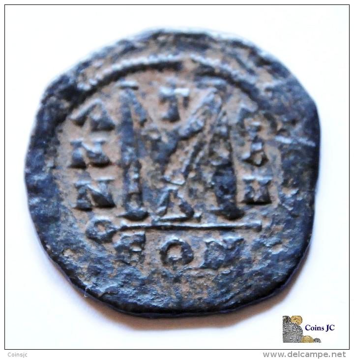 Mauricio Tiberio - Follis - 518/527 DC. - Byzantine