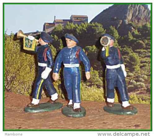 Quiralu =  3 Chasseurs Alpins  = 2 Clairons  + 1 S/s Officier =  ( Alu.) - Quiralu
