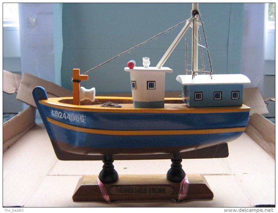Maquette Bateau En Bois  -  Sardinier Des Sables D'Olonne  -  18  X  16.5 Cm  -  333 Grs - Bâteaux