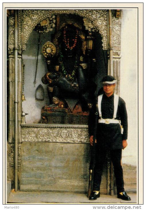 KATMANDU:  GUARDIA  DEL PALAZZO  REALE   (NUOVA CON DESCRIZIONE DEL SITO) - Nepal