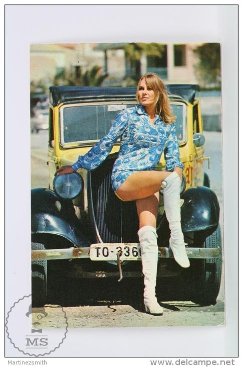 Vintage 1972 Small/ Pocket Calendar - Sexy Blonde Lady Near Classic Old Car - Calendarios