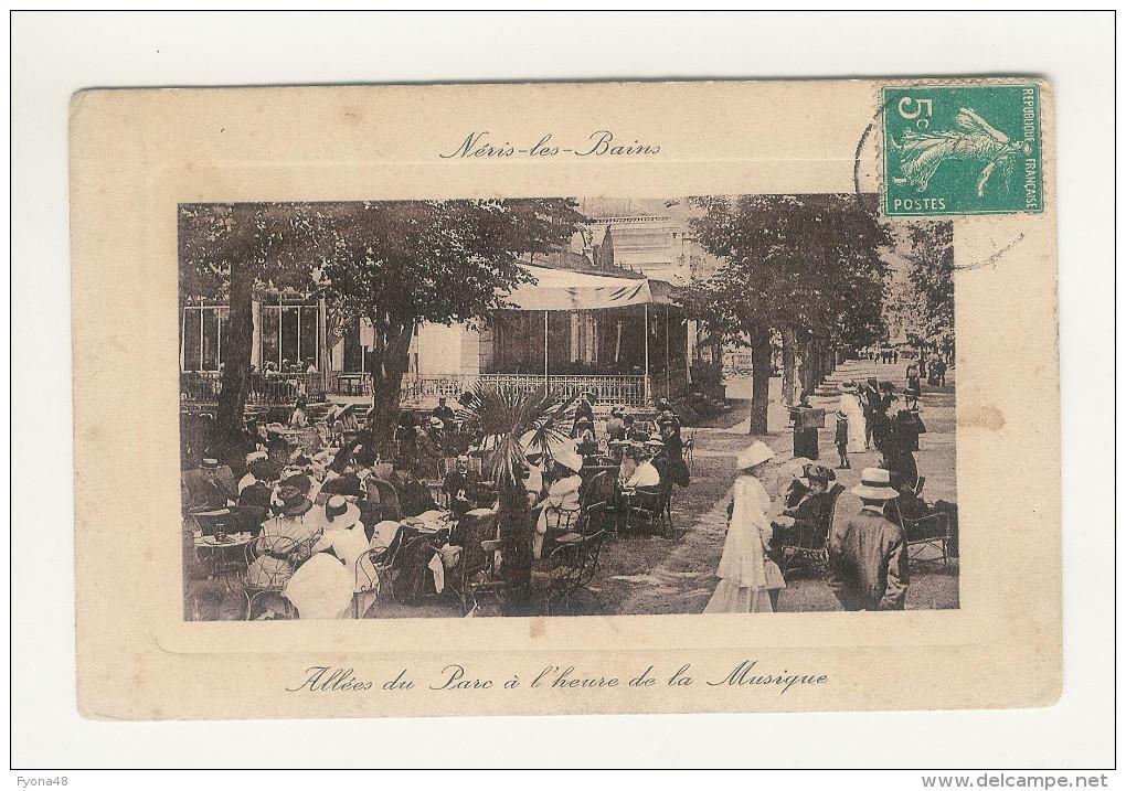 NERIS-LES-BAINS - Allées Du Parc à L´Heure De La Musique. ( Animée) - Neris Les Bains
