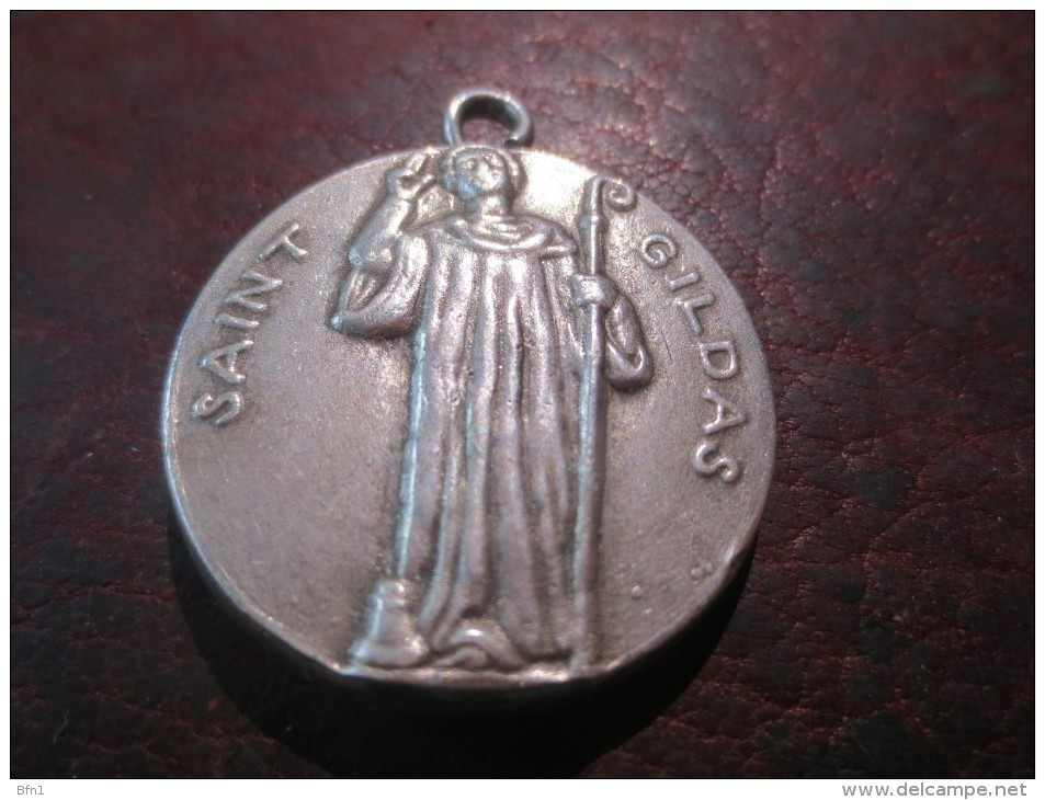 MEDAILLE SAINT GILDAS - ST CHRISTOPHE   - VOIR PHOTOS - Religion & Esotericism