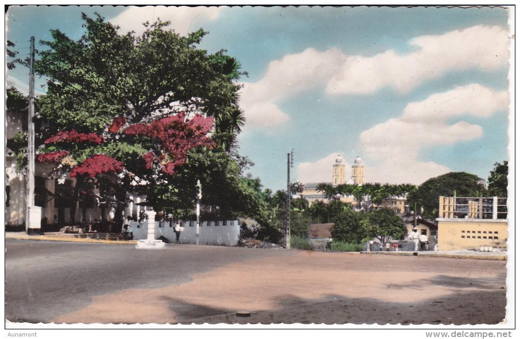 Africa-Camerun--Douala--Vue Sur La Catedrale-Pour, France - Camerún