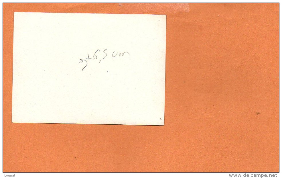 Photo  à Identifier -  (dimensions 9 X 6.5cm) - A Identifier