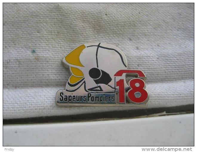 Pin´s Sapeurs Pompiers: Tel 18. Casque. Pin's BALLARD - Bomberos