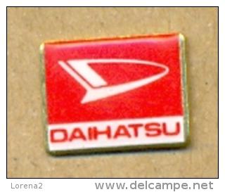 13-aut129. Pin Emblema Daihatsu - Otros