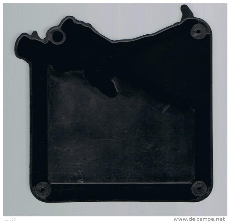 Cendrier  Plastique   Dur    JOHNNIE   WALKER    10 Cm  X  10  Cm  X 2 Cm - Tabac (objets Liés)