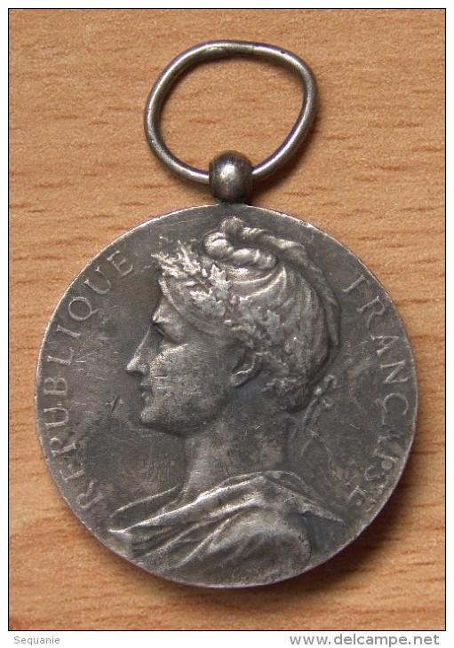 Médaille Chambre De Commerce Et Industrie 1947 Argent - Professionnels / De Société