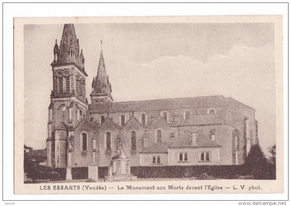 LES ESSARTS. - Le Monument Aux Morts Devant L'Eglise. Pas Courante - Les Essarts