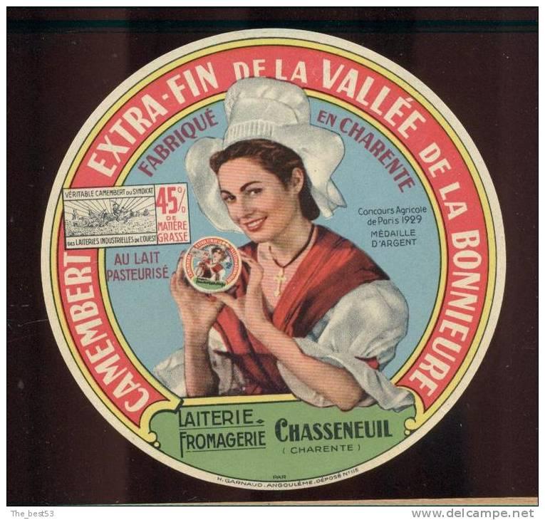Etiquette De Fromage Camembert  -  De La Vallée De La Bonnieure  -  Lait. From. à Chasseneuil (16) - Fromage