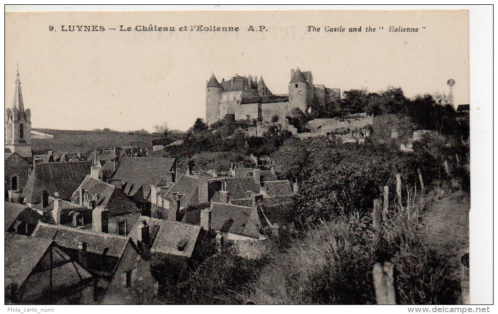 Luynes - Le Château Et L'Eolienne - Luynes