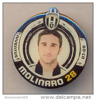 PIN´S FOOTBALL JUVENTUS - GIOCATORE (CRISTIAN MOLINARO - N° 28) STAGIONE 2007/08 - LEGGI - Pin's (Badges)