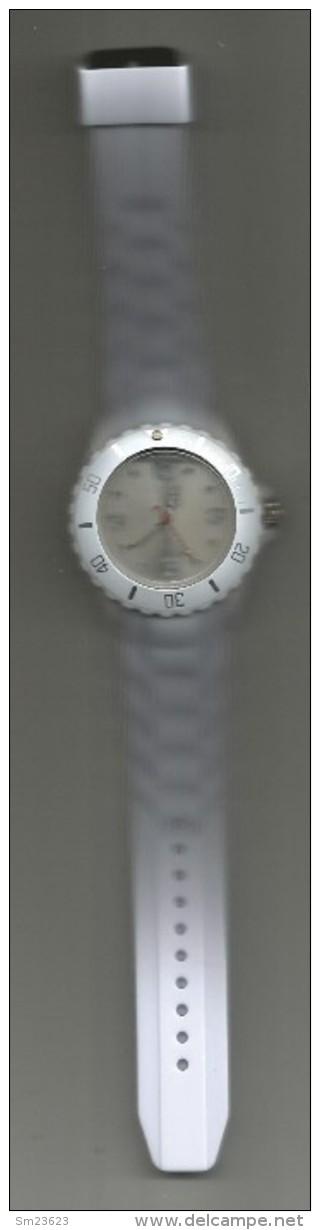 Moderne Plastik  Quarz  Uhr In  Weiß - Länge Armband Ca. 25 Cm - Durchmesser Uhr Ca. 4 Cm - - Watches: Modern